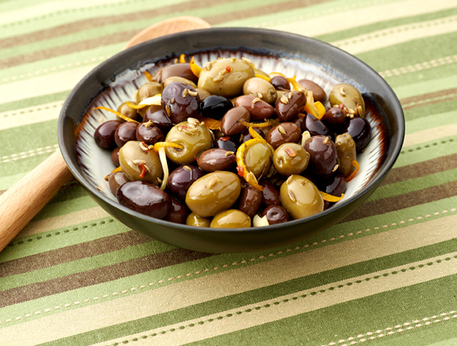Orange and Fennel Marinated Olives make a great hostess gift, to nosh at Thanksgiving or break out for guests throughout the holiday season. Bring in a pretty mason jar tied w a bow.